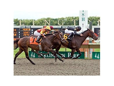 Peach Brew comes home strong in the Arlington Oaks.