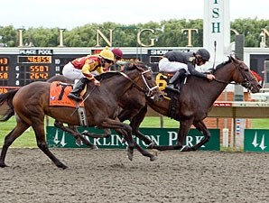 Peach Brew wins the 2009 Arlington Oaks.
