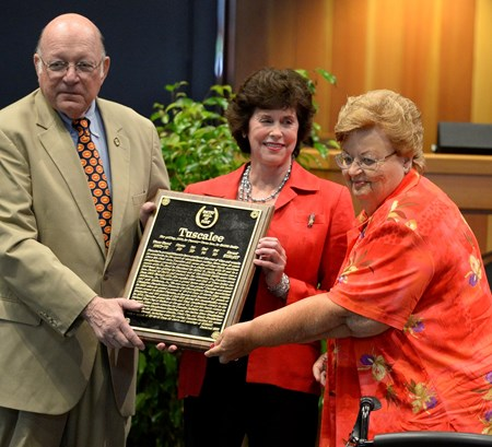 Ed Bowen presents the plaque for Tuscalee to Mary Ryan and Marilyn Ketts, daughter of owner Alfred Smith Aug. 9, 2013 during the National Museum and Racing Hall of Fame induction ceremony in Saratoga Springs, N.Y.       (Skip Dickstein