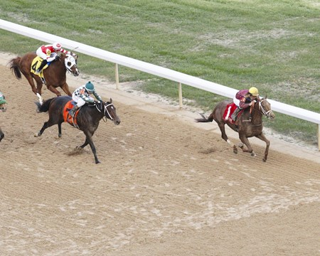 Harry Rosenblum and Robert LaPenta's Far Right kept a straight path through the stretch, while favored Mr. Z didn't, and that made the difference in the $150,000 Smarty Jones Stakes at Oaklawn Park.
