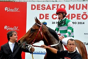 Caption: Russell Baze after one of his wins. Russell Baze and Jorge Ricardo in the Champions Challenge at Cristal Racetrack in Porto Alegre, Brazil. Ricardo wins last race of the 5-race series to claim the victory 37-36 over Baze. Photo by Claire Novak