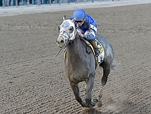 Frosted wins the 2015 Wood Memorial.