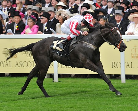 Sole Power and Johnny Murtagh running in the King Stand Stakes.
