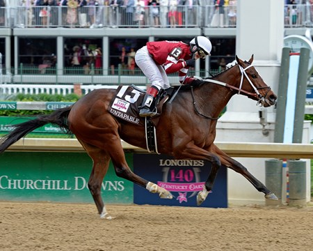 Untapable crosses the finish line.