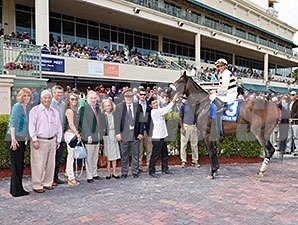 House Rules wins the 2015 Rampart Stakes.