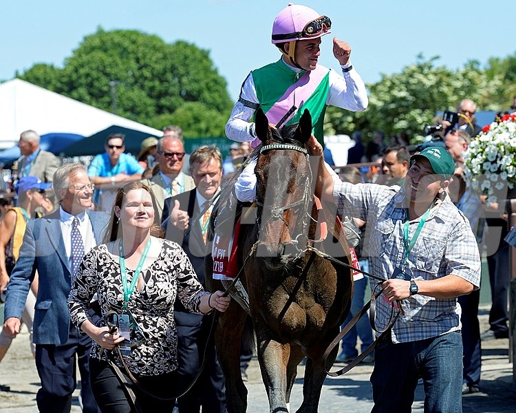 Caption: Close Hatches with Joel Rosario wins the Ogden Phipps (gr. I). 