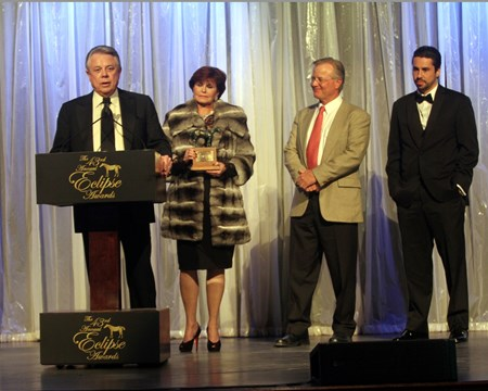 Ben Leon accepts the Eclipse Award for older female Royal Delta.