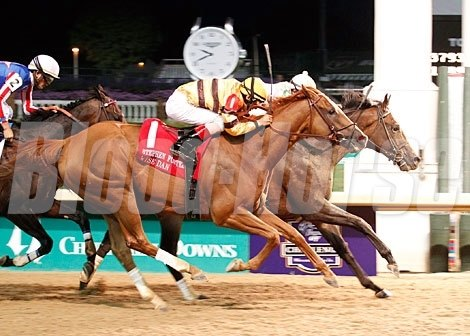 Ron the Greek runs up to defeat favorite Wise Dan by a head in the 2012 Stephen Foster Handicap (gr. I).