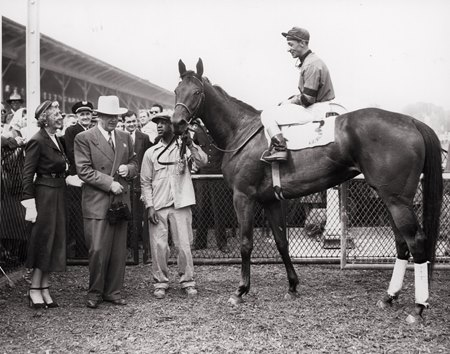 Real Delight after her 1952 Black-Eyed Susan Stakes win