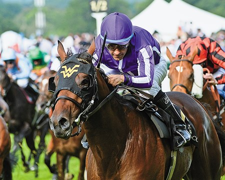 American trainer Wesley Ward's annual trip to Royal Ascot was off to a dazzling start opening day, when 2-year-old colt Hootenanny dominated 23 overmatched rivals in the Windsor Castle Stakes.