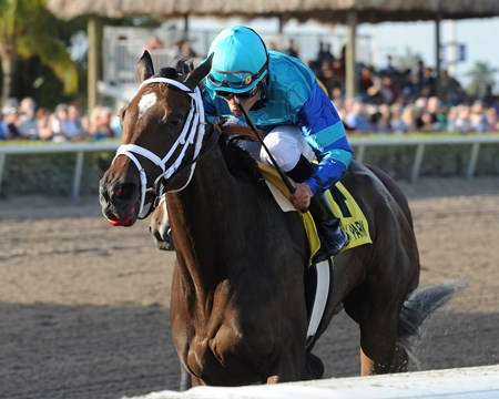 Live Lively wins the Davona Dale Stakes (gr. 2)