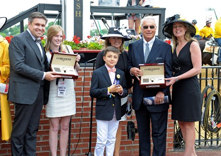 Caption:   Skyring and the Longines presentation: 2nd left Erin Kelley, 2nd right trainer D. Wayne Lukas