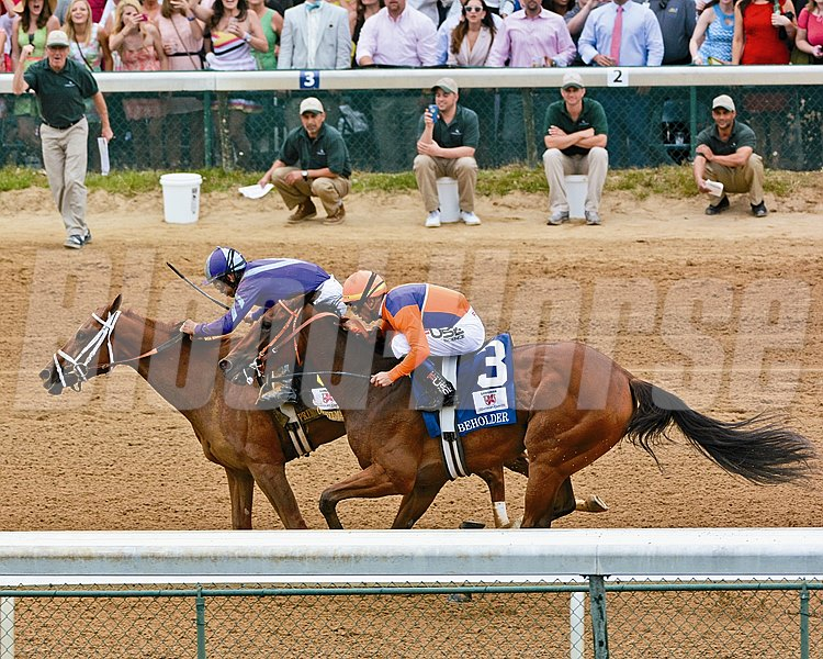 Princess Of Sylmar wins the 2013 Kentucky Oaks at Churchill Downs.