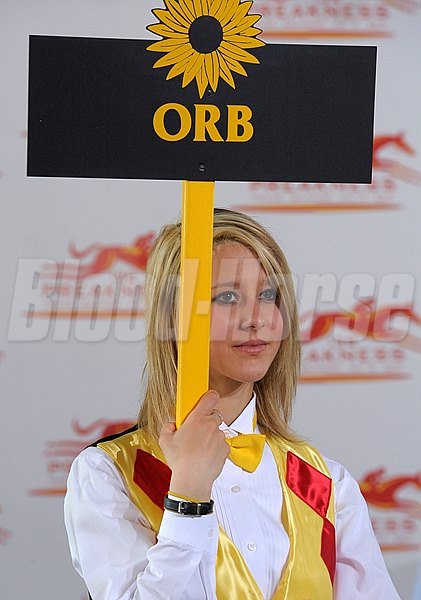 Caption:  pretty girl with Orb sign at Draw