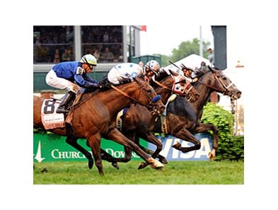 "General Quarters outfinished Court Vision to win the Woodford Reserve Turf Classic. <br><a target=""blank"" href=""http://www.bloodhorse.com/horse-racing/photo-store?ref=http%3A%2F%2Fpictopia.com%2Fperl%2Fgal%3Fprovider_id%3D368%26ptp_photo_id%3D8937818%26ref%3Dstory"">Order This Photo</a>"