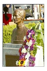 A memorial wreath was placed next to the bust of Bill Shoemaker in the paddock area of Santa Anita.