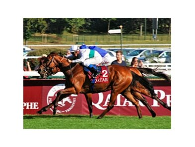"Moonlight Cloud fights for the win in the Qatar Prix du Moulin de Longchamp.<br><a target=""blank"" href=""http://photos.bloodhorse.com/AtTheRaces-1/at-the-races-2012/22274956_jFd5jM#!i=2090517731&k=MsbJZq4"">Order This Photo</a>"