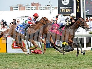 Watsdachances sweeps by Emotional Kitten to win the Gallorette Handicap.