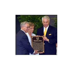 Robert and Beverly Lewis join D. Wayne Lukas in welcoming Serena's Song into the racing Hall of Fame.