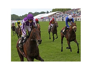 "Fame And Glory (left) is in control of the Gold Cup at Royal Ascot.<br><a target=""blank"" href=""http://www.bloodhorse.com/horse-racing/photo-store?ref=http%3A%2F%2Fpictopia.com%2Fperl%2Fgal%3Fprovider_id%3D368%26ptp_photo_id%3D9567855%26ref%3Dstory"">Order This Photo</a>"