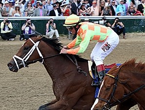 Dame Dorothy wins the 2015 Humana Distaff.