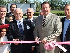 Overflow Crowd Ushers in Hialeah Park Meet