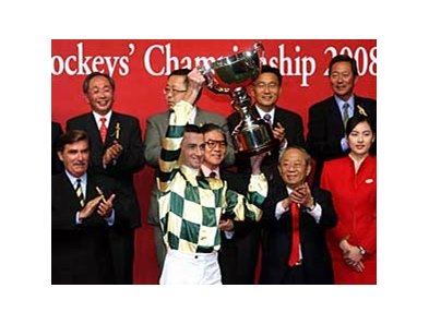 Douglas Whyte hoists the 2008 Cathay Pacific International Jockeys' Championship trophy.
