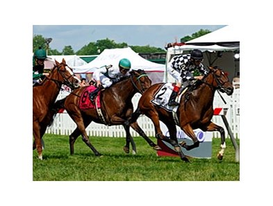 "No Explaining pulls away to win the Gallorette Handicap.<br><a target=""blank"" href=""http://www.bloodhorse.com/horse-racing/photo-store?ref=http%3A%2F%2Fpictopia.com%2Fperl%2Fgal%3Fprovider_id%3D368%26ptp_photo_id%3D9533433%26ref%3Dstory"">Order This Photo</a>"