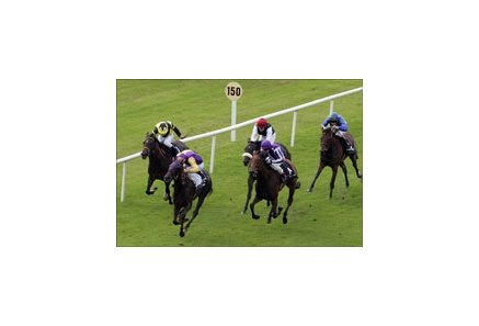 Saoirse Abu (royal blue) wins Moyglare Stud.