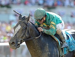 Honor Code wins the 2015 Met Mile.