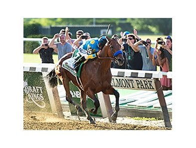 "American Pharoah<br><a target=""blank"" href=""http://photos.bloodhorse.com/TripleCrown/2015-Triple-Crown/Belmont-Stakes-147/i-fL4gP5n"">Order This Photo</a>"