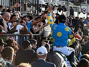 American Pharoah wins the 2015 Belmont Stakes.