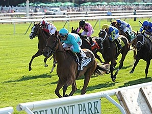 Lady Eli wins the 2015 Belmont Oaks.