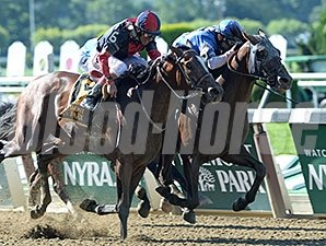 Effinex outfights Tonalist to take the Suburban Handicap.<b></b>