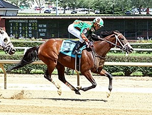Keep Crossing wins the 2015 West Virginia Secretary of State Stakes.