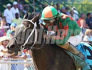 DeShawn Parker takes the West Virginia Governor's Cup aboard Looks to Spare.