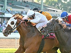 Joya Real wins the 2015 Blue Sparkler Stakes.
