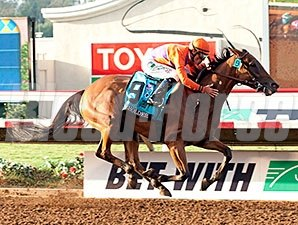 Beholder wins the 2015 Pacific Classic.
