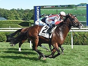Takeover Target wins the 2015 National Museum of Racing Hall of Fame Stakes.