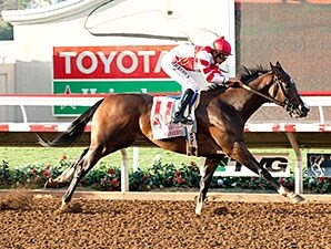 Songbird wins the 2015 Del Mar Debutante.