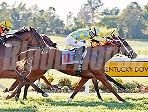 Sky Treasure wins the 2015 Kentucky Downs Ladies Sprint Stakes.