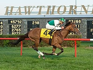 Lucky Lindy wins the 2015 Hawthorne Derby.