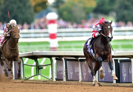 Songbird and jockey Mike Smith pull away from the rest of the field in the Breeders' Cup Juvenile Fillies (gr. I).