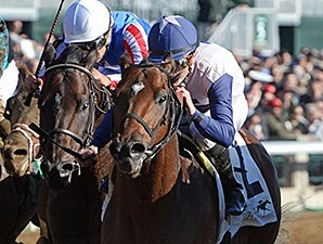 Falling Sky wins the 2015 Lafayette Stakes.