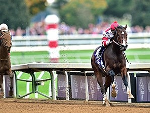 Songbird runs away from the competition in the Breeders' Cup Juvenile Fillies.
