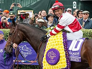 Songbird wins the 2015 Breeders' Cup Juvenile Fillies.