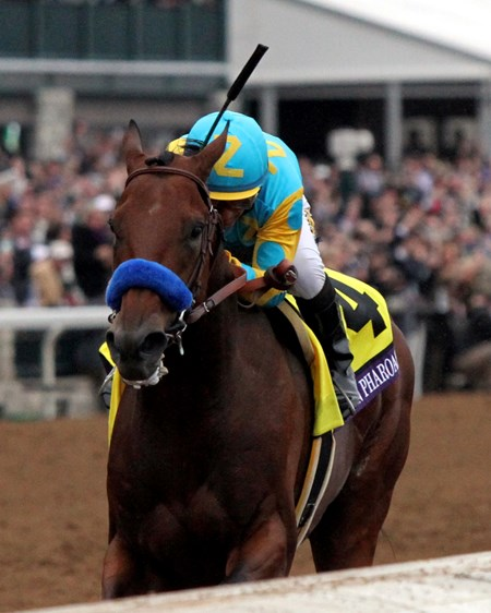 American Pharoah and jockey Victor Espinoza on their way to history in the Breeders' Cup Classic (gr. I).