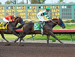 Mor Spirit edged past stablemate Toews On Ice to capture the grade I Los Alamitos Futurity Dec. 19 and pick up 10 more points on the Road to the Kentucky Derby