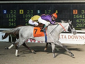 Watch My Smoke wins the 2016 LA Bred Premier Night Gentlemen Starter Stakes.