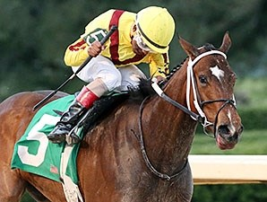 Terra Promessa dominates the Honeybee Stakes at Oaklawn.
